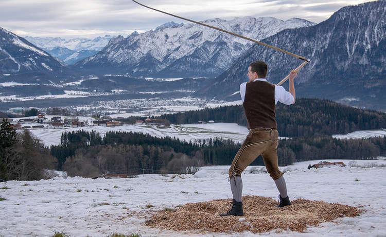 Br Schna Ang Pid 1502 03 D Roha Brauchtum Aper Schnalzen Anger Aufham Piding Winter Schnee 1