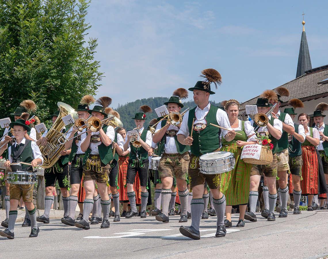 Brauchtum Piding Musikfest Festzug Musikkapelle