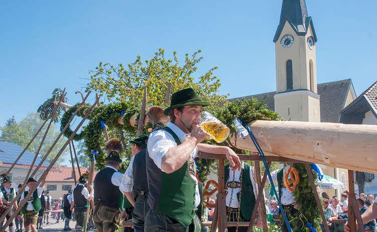 Maibaum Bier Burschen Piding
